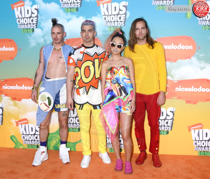 DNCE, Cole Whittle, JinJoo Lee, Jack Lawless, Joe Jonas - Inglewood - 12-03-2016 - Heidi Klum splendida in Versace ai Kids' Choice Awards