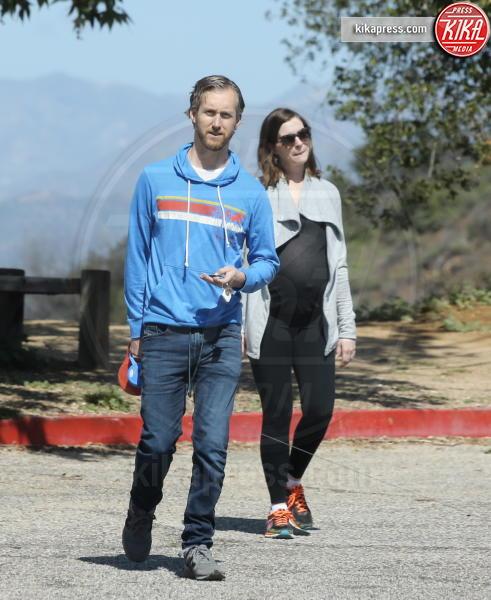 Adam Shulman, Anne Hathaway - Los Angeles - 12-03-2016 - Anne Hathaway mamma, benvenuto Jonathan Rosebanks