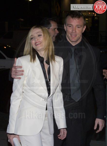 Guy Ritchie, Madonna - Los Angeles - 18-01-2001 - Jovanotti cambia look nel nuovo video. E prima di lui?