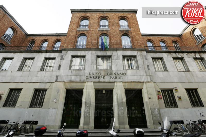 Al liceo parini di milano gli studenti entrano con il for Liceo di moda milano