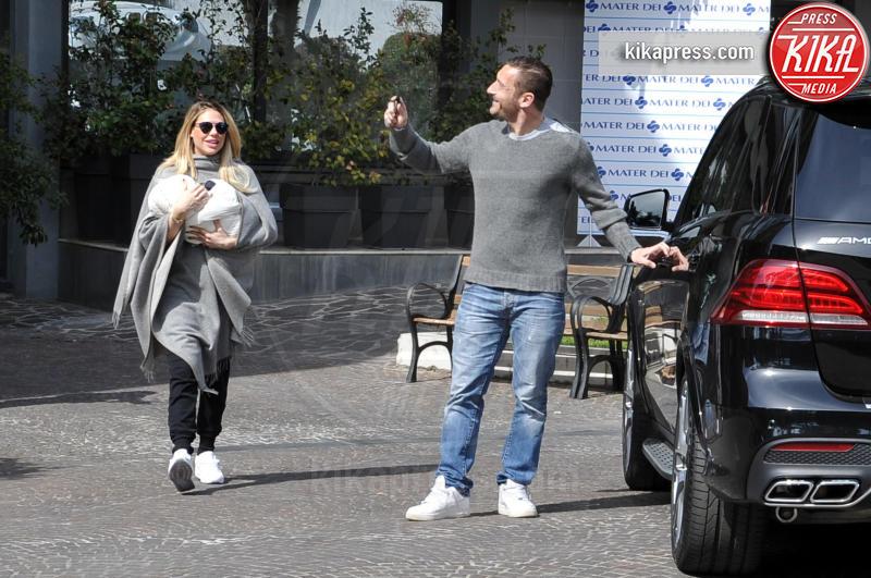 Isabel Totti, Ilary Blasi, Francesco Totti - Roma - 14-03-2016 - Francesco Totti e Ilary Blasi tornano a casa: benvenuta Isabel!