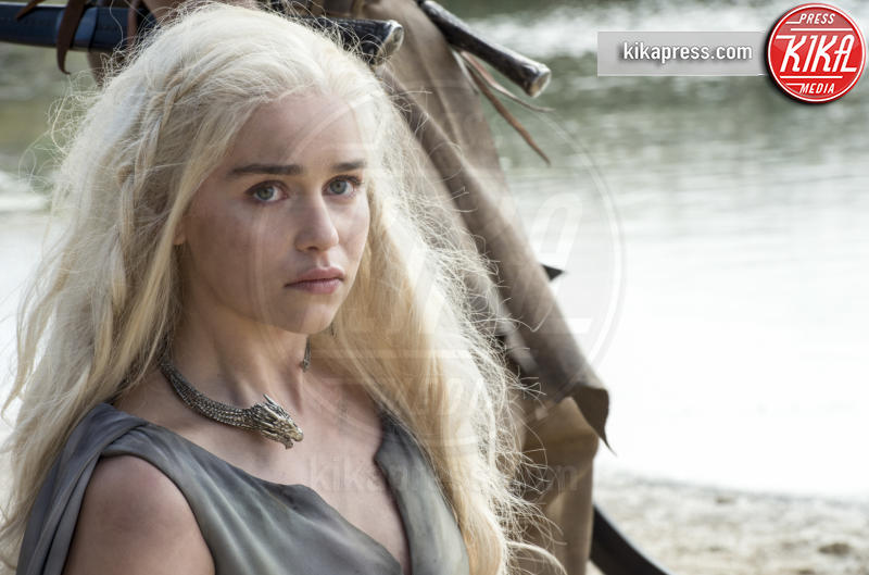 Emilia Clarke (as Daenerys Targaryen) - 15-03-2016 - La nuova stagione del Trono di spade rimandata all'estate 2017