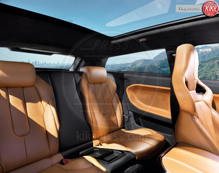 Range Rover Evoque, Range Rover, Victoria Beckham - 22-04-2012 - Victoria Beckham vende l'Evoque che aveva disegnato
