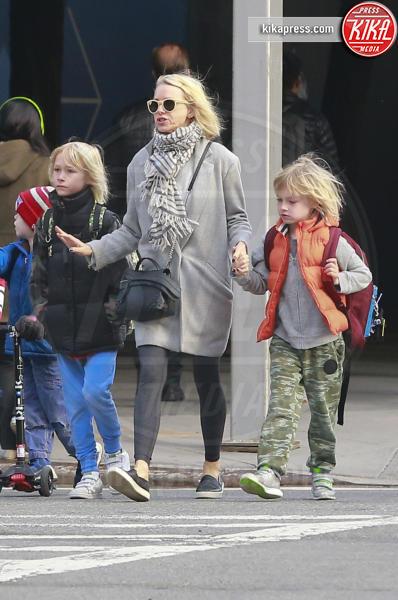 Samuel Schreiber, Alexander Schreiber, Naomi Watts - New York - 17-03-2016 - Naomi Watts, è ora di andare a prendere i piccoli a scuola