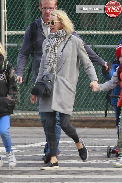 Naomi Watts - New York - 17-03-2016 - Naomi Watts, è ora di andare a prendere i piccoli a scuola