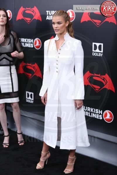 Nina Agdal - New York - 21-03-2016 - Batman v Superman: è giunto il momento