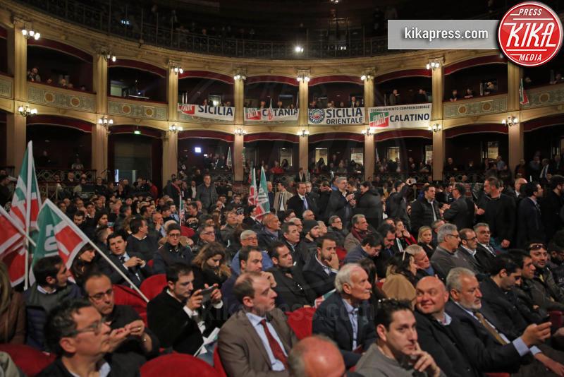 Pubblico - Palermo - 19-03-2016 - Silvio Berlusconi, in 2000 lo accolgono al Politeama di Palermo