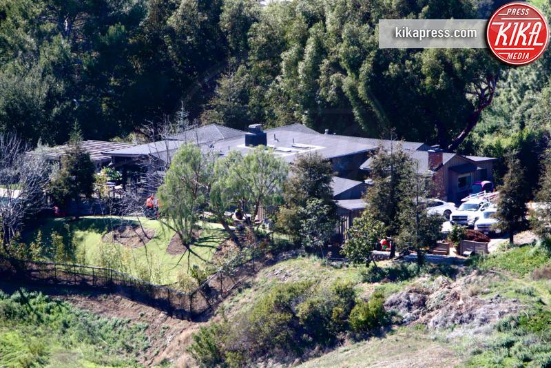 Villa Liam Hemsworth, Liam Hemsworth - Malibu - 10-02-2016 - Liam Hemsworth e Miley Cyrus vicini di casa a Malibu