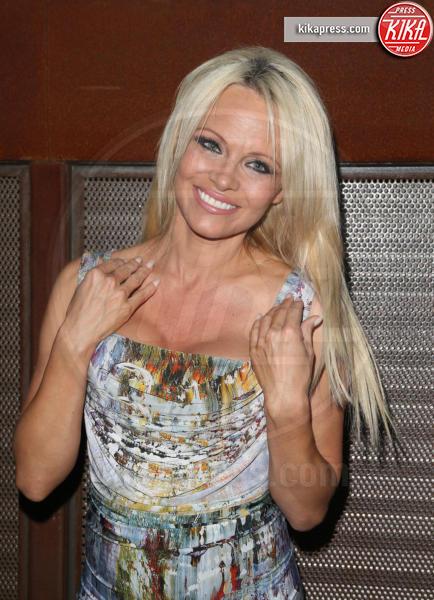 Pamela Anderson - Culver City - 30-08-2015 - Pamela Anderson-Julian Assange: tutta le verità in una lettera
