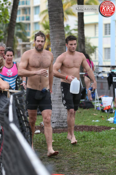 Scott Eastwood, Geoff Stults - Miami - 03-04-2016 - Scott Eastwood si denuda per una giusta causa