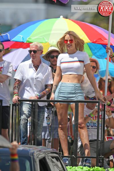 Iggy Azalea - Miami - 10-04-2016 - Iggy Azalea in prima linea al Gay Pride di Miami