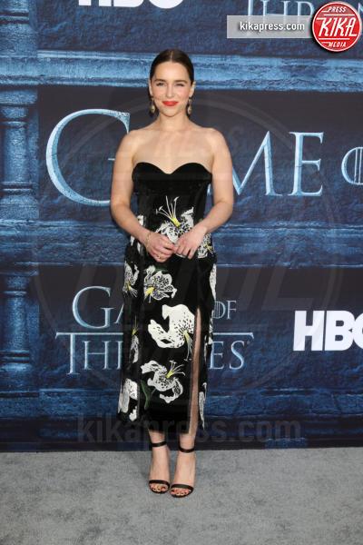 Emilia Clarke - Los Angeles - 11-04-2016 - Il Trono di Spade 6, buone notizie (e sì, Emilia Clarke è nuda)