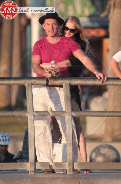 Phillipa Coan, Jude Law - Venice Beach - 12-04-2016 - Jude Law nei panni di Albus Silente? Wow!