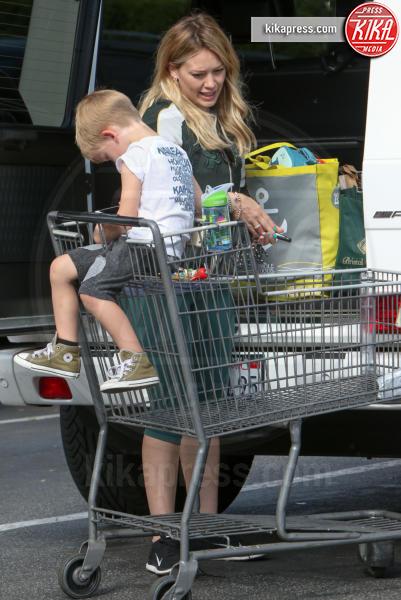 Luca Cruz Comrie, Hilary Duff - Los Angeles - 10-04-2016 - Star come noi: è il momento di fare la spesa!