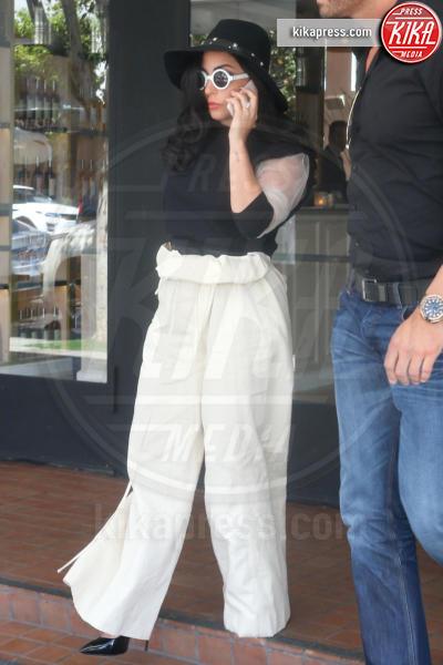 Lady Gaga - Beverly Hills - 01-05-2015 - Ampio è bello: fate largo ai panta palazzo!