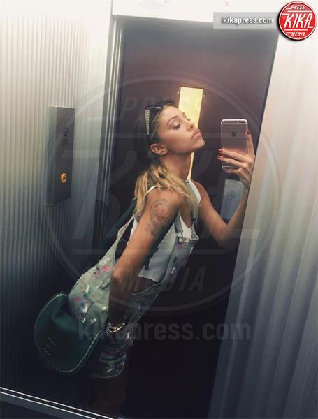 Belen Rodriguez - Milano - 16-04-2016 - Belen Rodriguez denuncia Nina Moric e lei risponde sul web