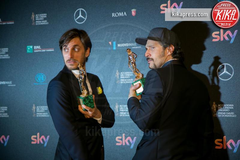 Luca Marinelli, Claudio Santamaria - Roma - 19-04-2016 - 60° David di Donatello: ecco tutti i vincitori