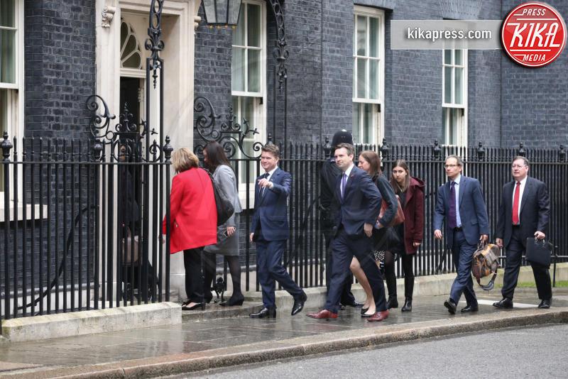 Matthew Barzun, Josh Earnest - Londra - 21-04-2016 - David Cameron accoglie Obama con un abbraccio