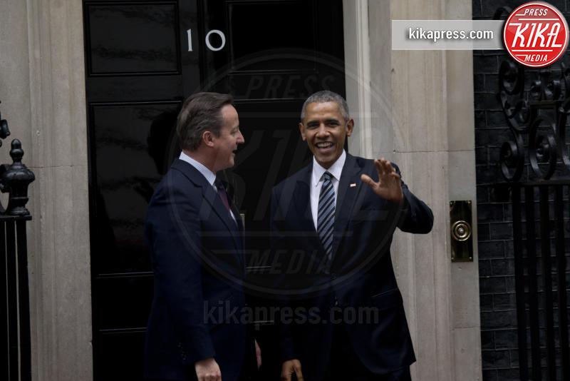 David Cameron, Barack Obama - Londra - 22-04-2016 - David Cameron accoglie Obama con un abbraccio