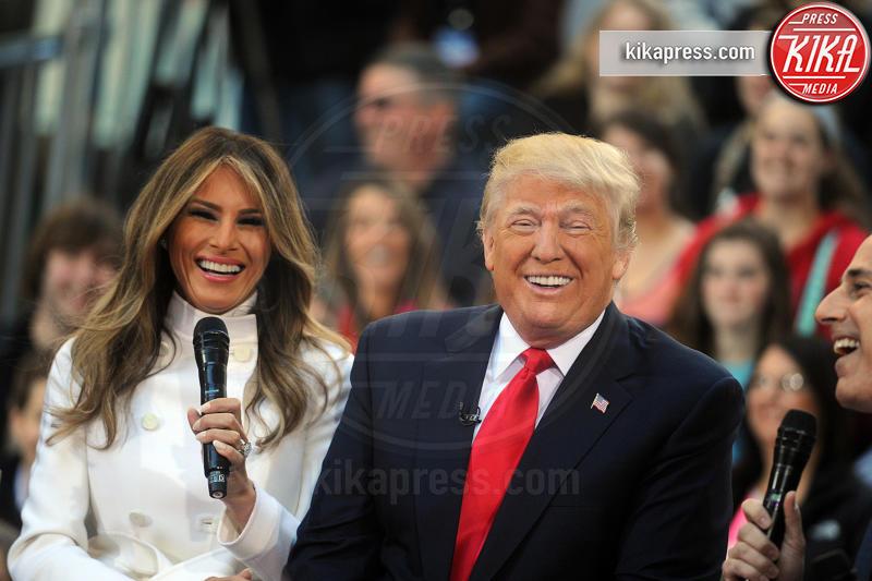 Melania Trump, Donald Trump - New York - 23-04-2016 - Melania Trump è rimasta di cera... e l'abito non è casuale!
