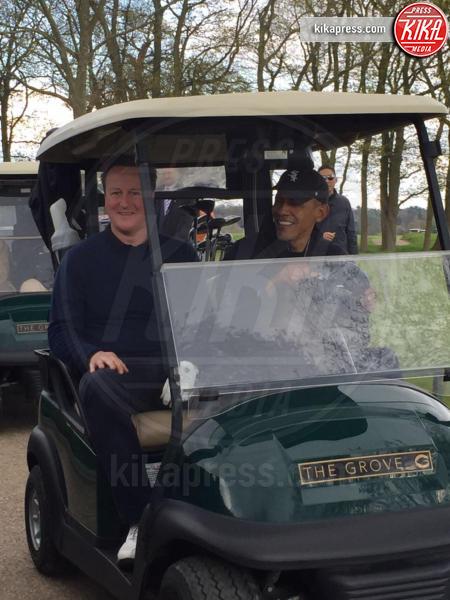 Barack Obama - Londra - 23-04-2016 - David Cameron accoglie Obama con un abbraccio