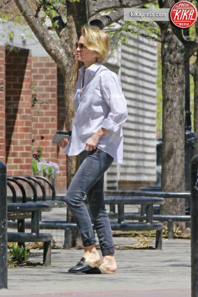 Lara Bingle Worthington - New York - 24-04-2016 - Chiara Ferragni e Gigi Hadid cercano il pelo... nelle pantofole!