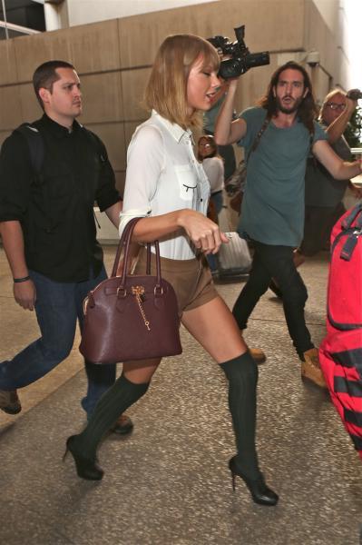 Taylor Swift - Los Angeles - 21-10-2014 - Vic Beckham, la più chic in aeroporto secondo British Airways