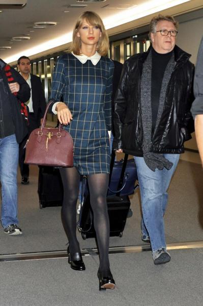 Taylor Swift - Narita - 04-11-2014 - Vic Beckham, la più chic in aeroporto secondo British Airways