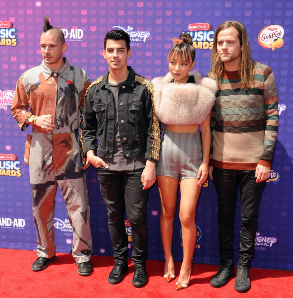 DNCE - Los Angeles - 30-04-2016 - Disney: la nipotina di Gwen Stefani già una fashion victim