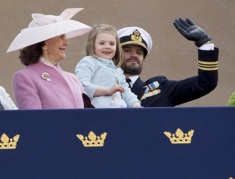 Principessa Estelle di Svezia, Principe Carlo Filippo di Svezia, Regina Silvia di Svezia - Stoccolma - 30-04-2016 - Principessa Estelle, che barba queste feste reali!