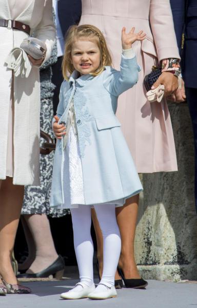 Principessa Estelle di Svezia - Stoccolma - 30-04-2016 - Principessa Estelle, che barba queste feste reali!