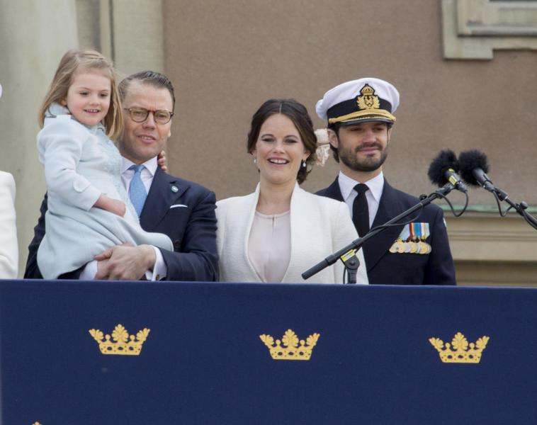 Principessa Estelle di Svezia, Principe Carlo Filippo di Svezia, Principessa Sofia di Svezia, Principe Daniel di Svezia - Stoccolma - 30-04-2016 - Principessa Estelle, che barba queste feste reali!