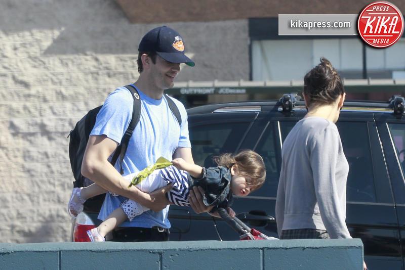 Wyatt Kutcher, Mila Kunis, Ashton Kutcher - Los Angeles - 01-05-2016 - Mila Kunis è diventata mamma per la seconda volta