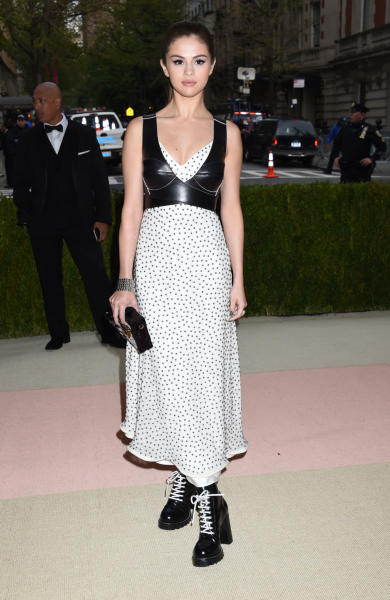 Selena Gomez - New York - 02-05-2016 - Taylor Swift argento vivo ai MET Gala 2016