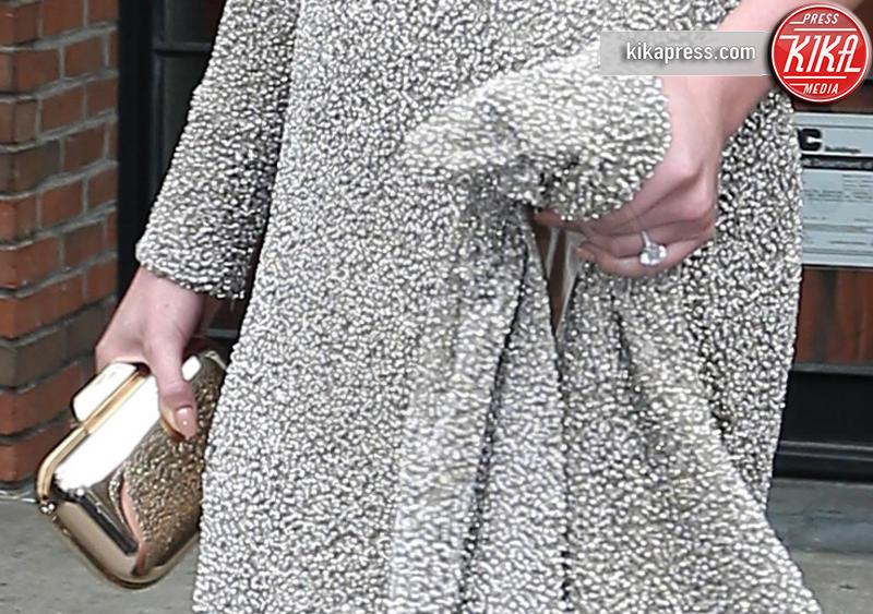 MET Gala, Kate Upton - New York - 02-05-2016 - Emily Ratajkowski mostra l'enorme anello di fidanzamento