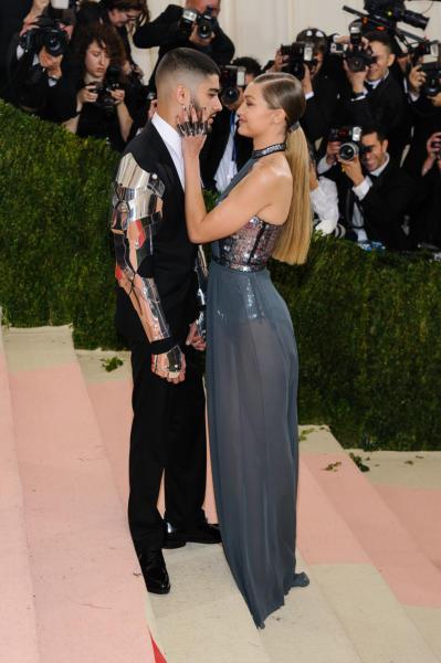 Gigi Hadid, Zayn Malik - Montclair - 03-05-2016 -  Zayn Malik bacia una sosia di Gigi Hadid