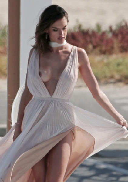 Alessandra Ambrosio - Los Angeles - 04-05-2016 - Beyoncé, Janet Jackson, Veronica Maya: l'imprevisto dà scandalo