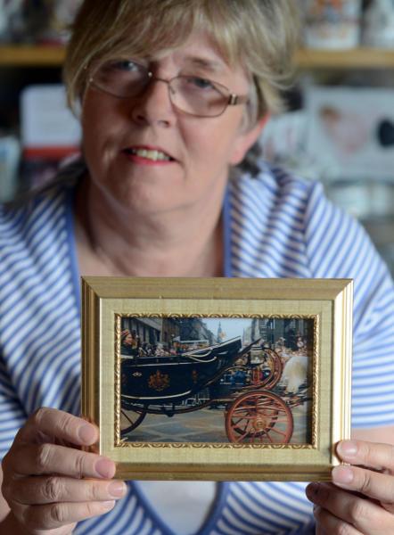 Sheila Clark - 27-04-2016 - Sheila Clark, da 50 anni la fan n. 1 della regina Elisabetta II