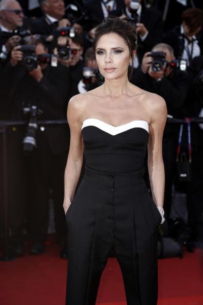 Victoria Beckham - Cannes - 12-05-2016 - Victoria Beckham si spoglia per la copertina di Vogue