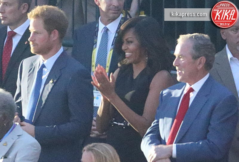 Michelle Obama, George W. Bush, Principe Harry - Orlando - 08-05-2016 - Morgan Freeman mandrillone: ecco il baciamano a Michelle Obama