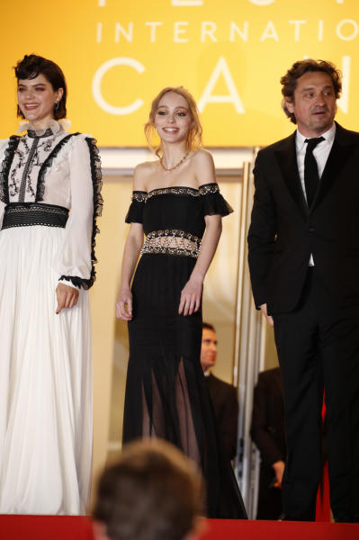 Lily Rose Depp, Soko, Louis-Do De Lencquesaing - Cannes - 13-05-2016 - Lily Rose difende il padre Johnny Depp: