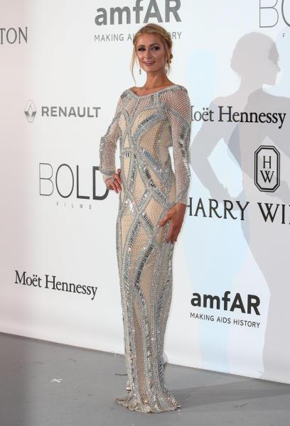 Paris Hilton - Cap D Antibes - 19-05-2016 - Alessandra Ambrosio, spacco e scollatura dominano agli amfAR