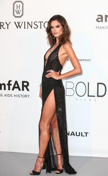 Alessandra Ambrosio - Cap D Antibes - 19-05-2016 - Cannes 2017: vi ricordate lo spacco di Bella Hadid?