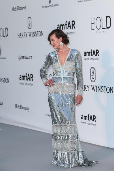 Milla Jovovich - Cap D Antibes - 19-05-2016 - Alessandra Ambrosio, spacco e scollatura dominano agli amfAR