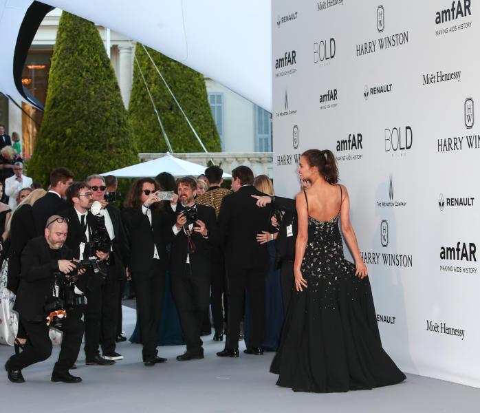 Irina Shayk - Cap D Antibes - 19-05-2016 - Alessandra Ambrosio, spacco e scollatura dominano agli amfAR