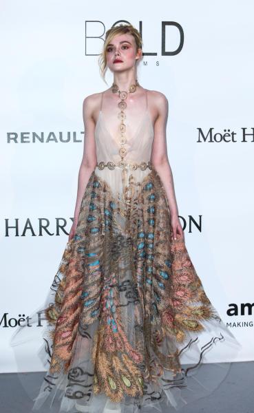 Elle Fanning - Cap D Antibes - 19-05-2016 - Alessandra Ambrosio, spacco e scollatura dominano agli amfAR