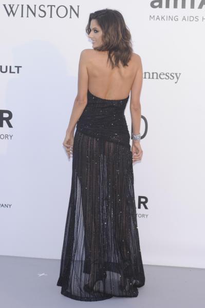 Alessandra Ambrosio - Cannes - 19-05-2016 - Alessandra Ambrosio, spacco e scollatura dominano agli amfAR