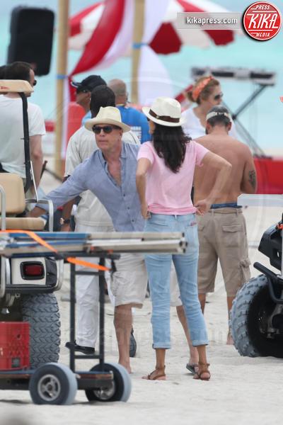 Emma Heming Willis, Bruce Willis - Miami - 24-05-2016 - Bruce Willis, dj, surfer ed eroe... per uno spot pubblicitario