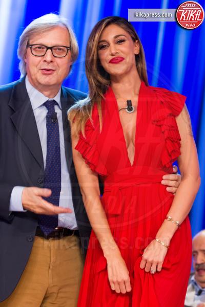 Vittorio Sgarbi, Belen Rodriguez - Roma - 26-05-2016 - L'occhio lungo di Vittorio Sgarbi e la scollatura di Belen