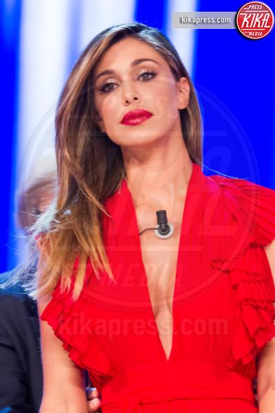 Belen Rodriguez - Roma - 26-05-2016 - L'occhio lungo di Vittorio Sgarbi e la scollatura di Belen